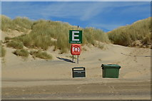 TQ9618 : Camber Sands - meeting point E by N Chadwick