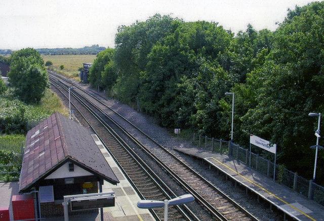 Upper Halliford station, 2005