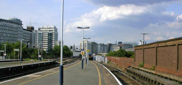 Vauxhall main station, towards Waterloo on Platform 7/8, 2009