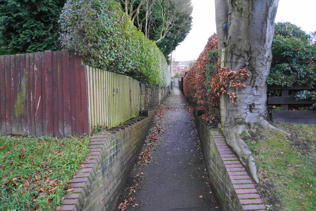 Footpath to Wentworth Drive