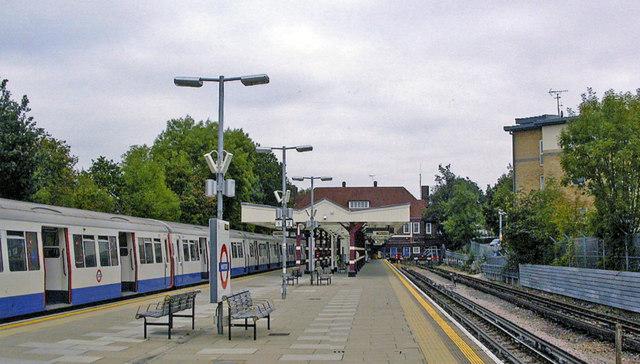 Watford (Metropolitan) station, 2009