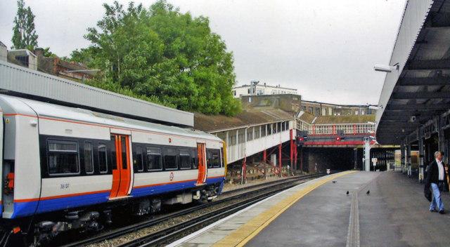 West Croydon station, south on Up platform, 2005