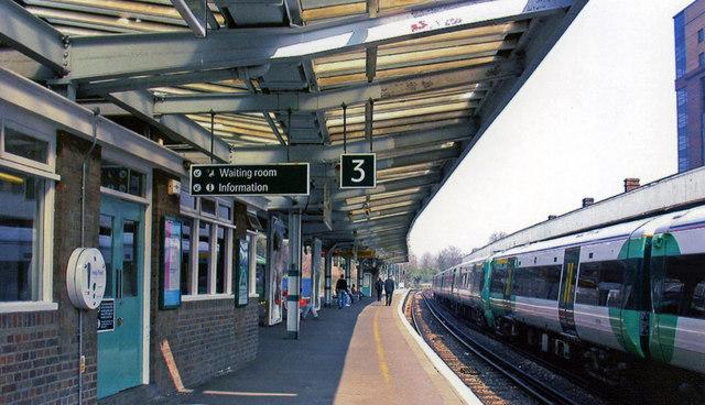 West Croydon station, north on Up platform, 2005