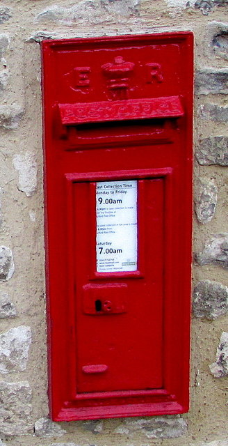 King Edward VII postbox in the wall of Gryphon House, Burford