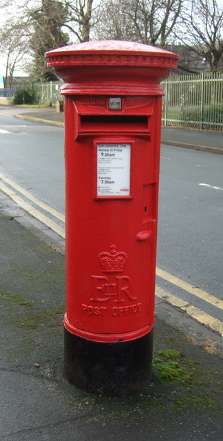 Elizabeth II postbox on Brunswick Avenue, Hull
