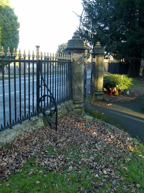 Gateway and railings at St James Church, Shardlow