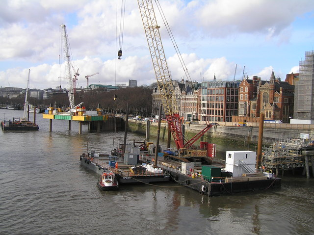 Work on the new super sewer for London at Blackfriars Bridge