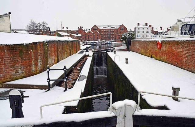 Narrow lock in Stourport Basins in winter, Stourport-on-Severn