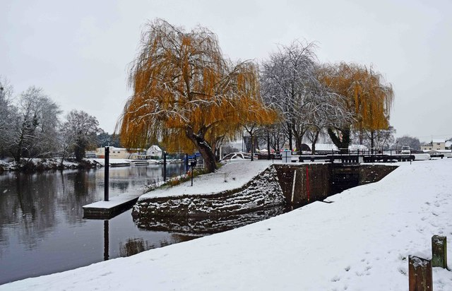 Entrance to wide lock in winter, Stourport-on-Severn