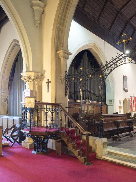 St Nicholas, St Nicholas Way, Sutton - Pulpit & organ
