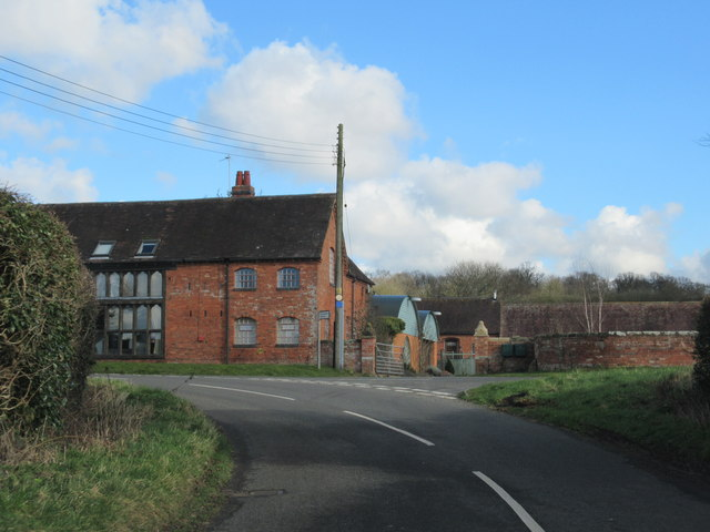 Holyoakes Lane Approaching Gypsy Lane Junction