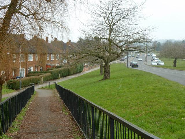 Path down from railway bridge, Courtenay Avenue