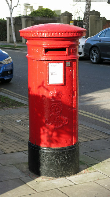 Edward VII postbox, Fentiman Road / Meadow Road, SW8
