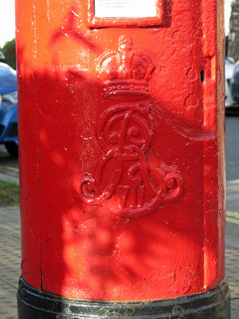 Edward VII postbox, Fentiman Road / Meadow Road, SW8 - royal cipher