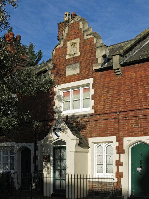 1-7 Noel Caron Houses, Fentiman Road, SW8 - entrance