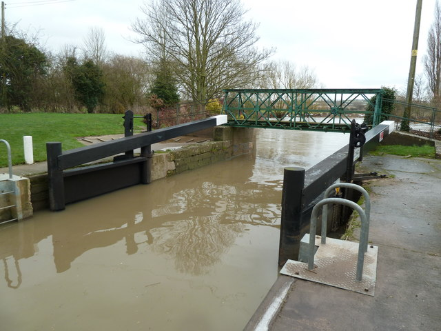 Fladbury Lock - not quite right