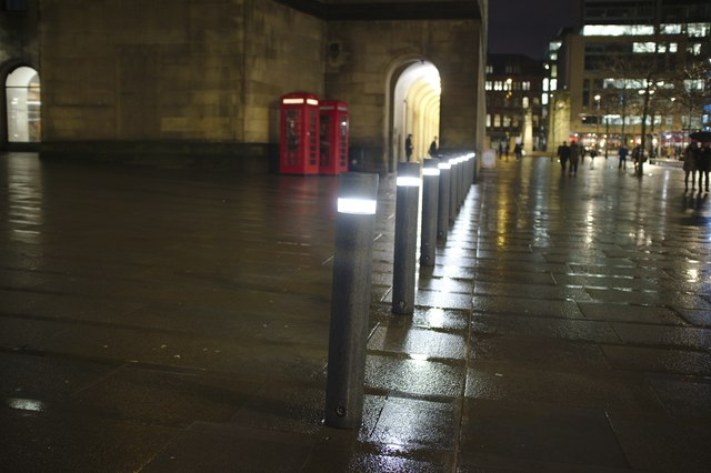 Illuminated stanchions