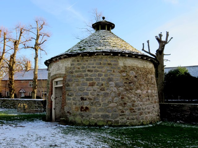 Dovecote by Avebury Manor