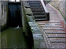 SO8554 : Towpath and tail gates at Sidbury Lock in Worcester by Roger  Kidd