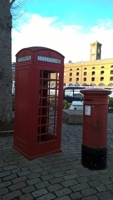 K6 telephone box and VR postbox, St. Katharine Docks, East Smithfield