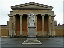 SO8455 : Queen Victoria statue and Combined Court in Worcester by Roger  Kidd