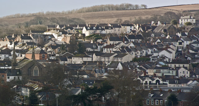 The centre of this image is the junction of Lower Gunstone with Hill Garden Close
