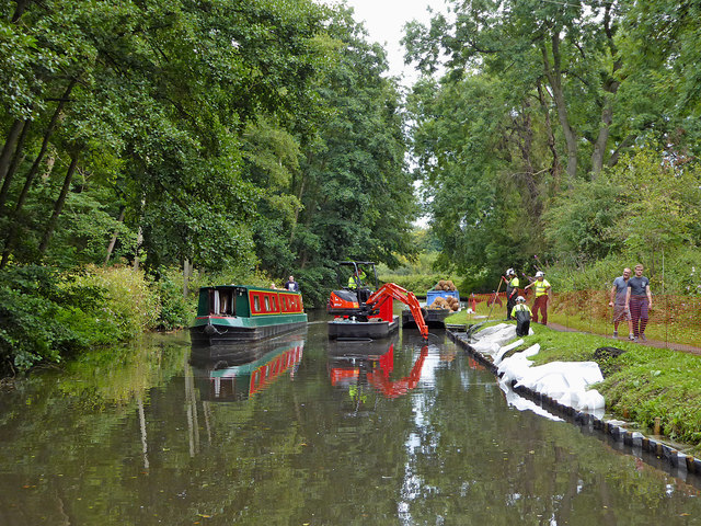 One way canal traffic north of Stourport in Worcestershire