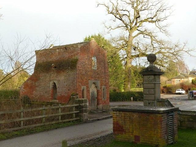 Elvaston Castle, stable yard gateway and Springthorpe Cottage