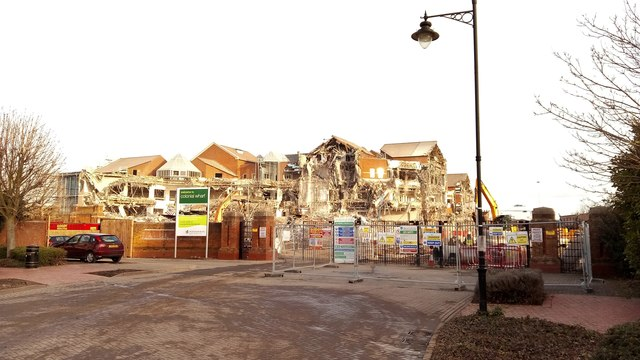 Demolition of Colonial Wharf