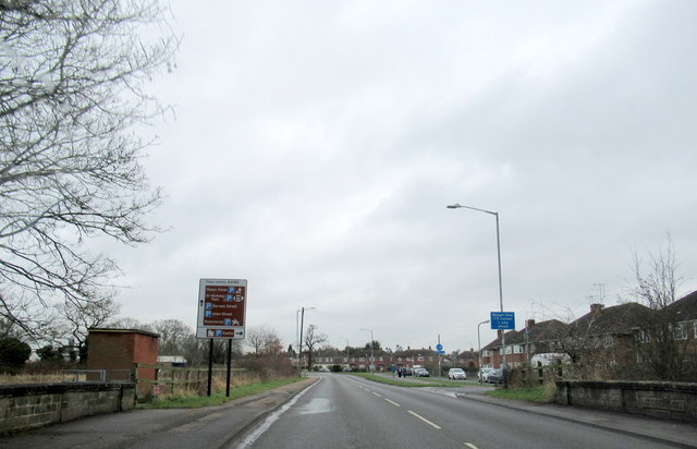 A4189 Hampton Road Approaching Warwick Racecourse