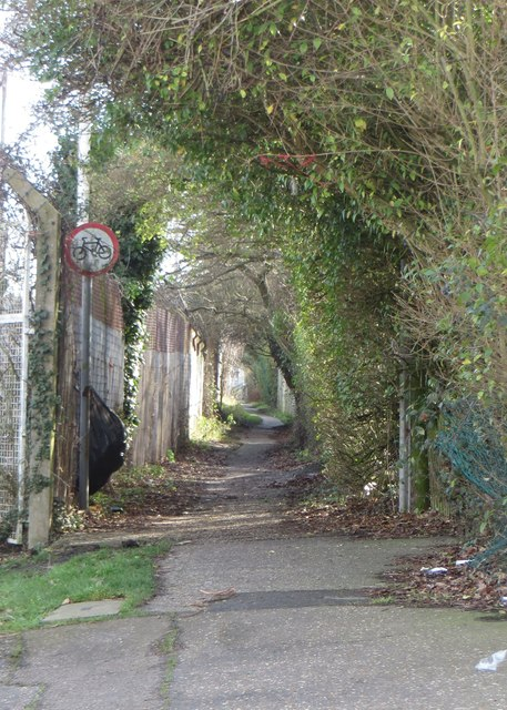 Footpath from Oxford Road to Cotswold Road