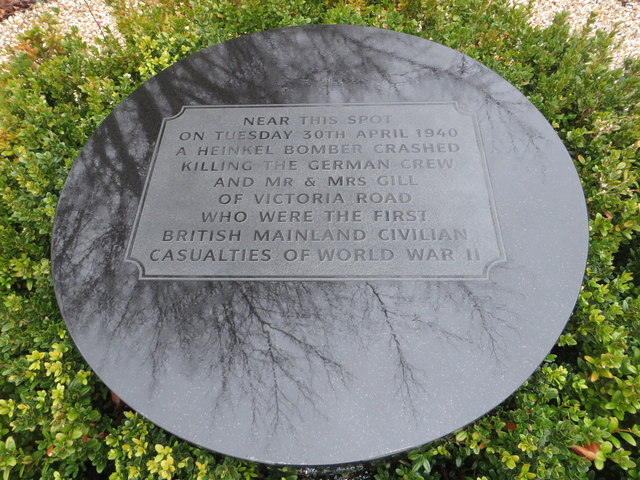 Memorial to Mr and Mrs F W Gill and the German air crew