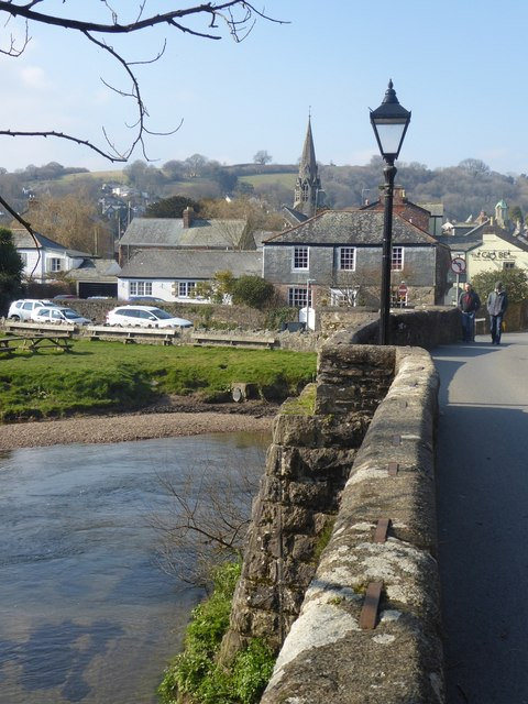 Lostwithiel mediaeval bridge: View westwards