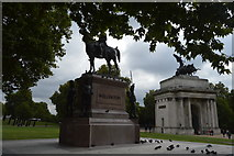 TQ2879 : Wellington Monument and Wellington Arch by N Chadwick
