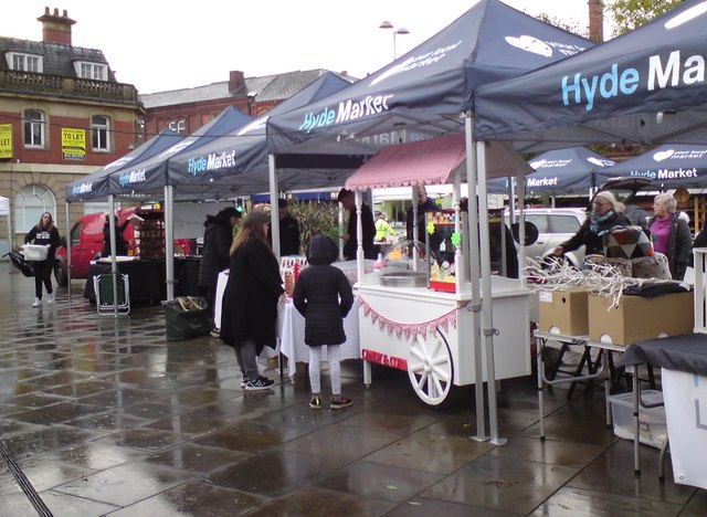 Traders setting up in the rain