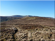 SJ0930 : The saddle between Godor and its North Top by Richard Law