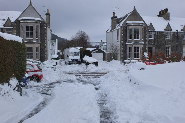 Snow excavation in Springwood Terrace, Peebles