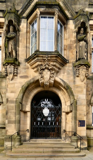 Stirling Municipal Buildings: Entrance detail
