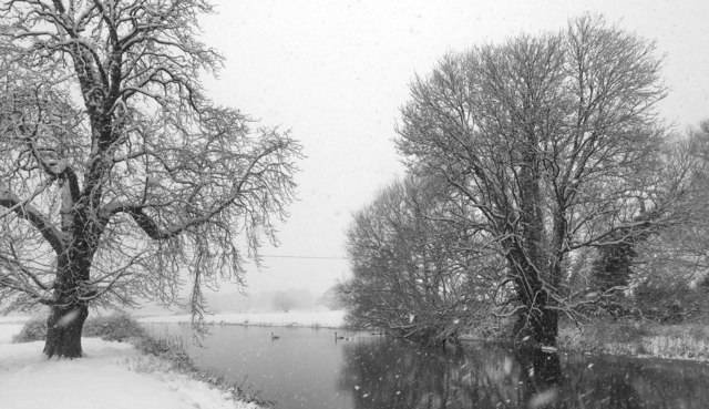 Snow on the River Waveney downstream from Bungay