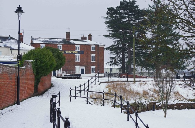 Snow covered footpaths by the Lower Basin, Stourport-on-Severn