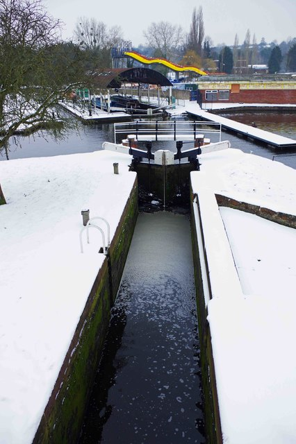 Narrow lock into Lower Basin, Stourport-on-Severn