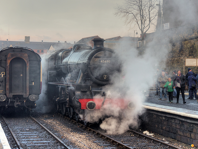 LMS Jubilee Class (4)5690 Leander at Bolton Street