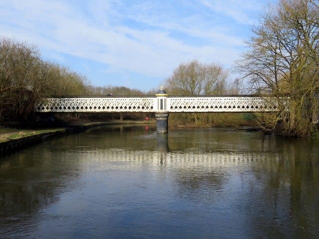 Gasworks Bridge over the River Thames
