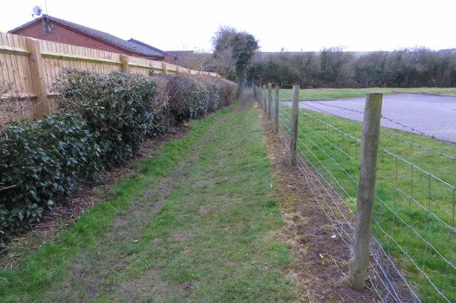 Public footpath to Manor Farm