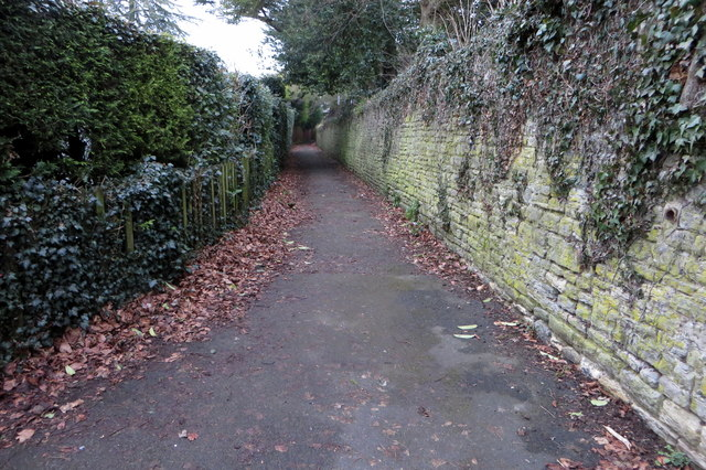 Footpath behind Brackley Park