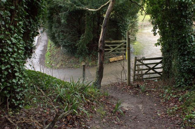 Start of footpath alongside Pebblehill Road
