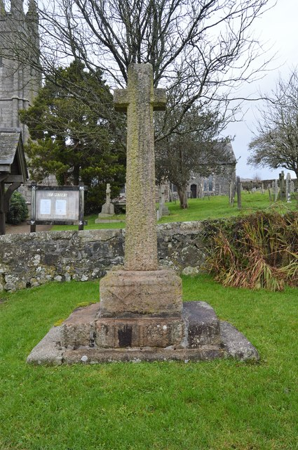 Cross outside the churchyard, Peter Tavy