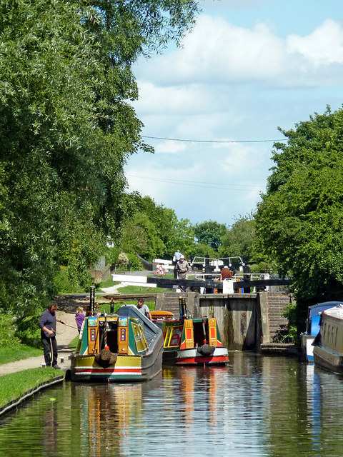 Approaching Glascote Locks in Kettlebrook, Staffordshire