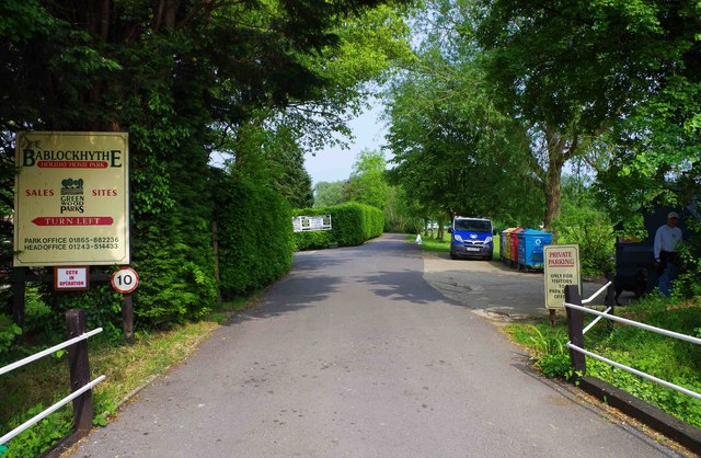 Road to holiday home park & inn, Bablock Hythe, Oxon