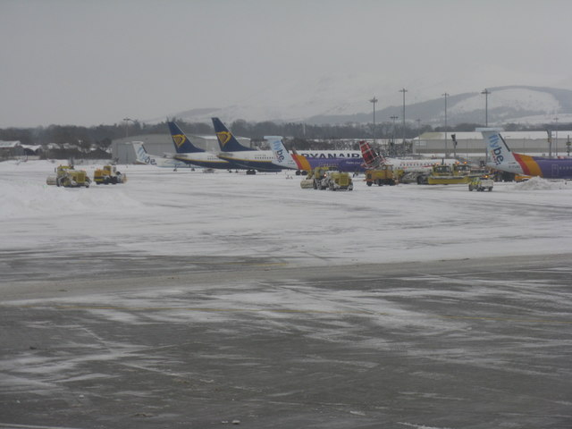The 'Beast from the East' hits Edinburgh Airport